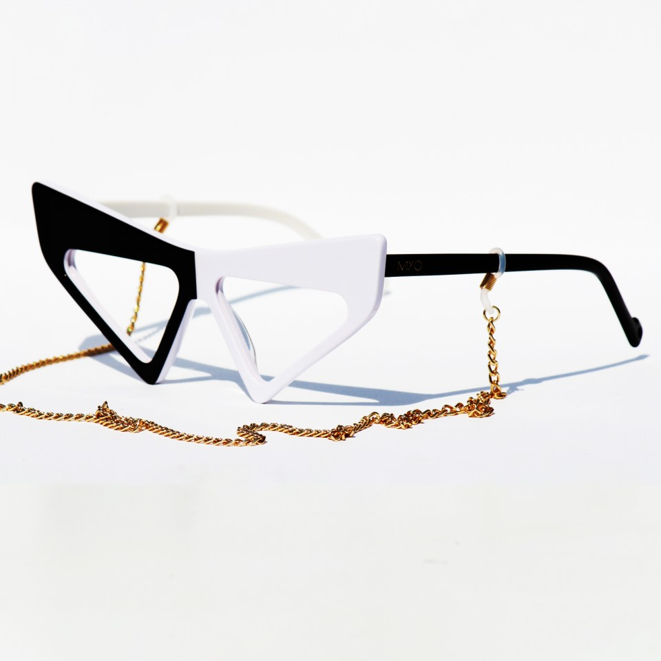 Catter Black White Frames